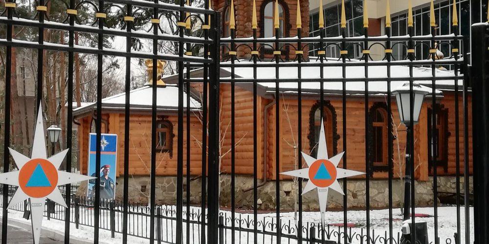 В храме Смоленской иконы Божией Матери в Фили-Давыдково поздравили сотрудников МЧС с их профессиональным праздником