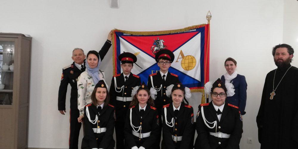 Клирики храма Смоленской иконы Божией Матери освятили кадетское знамя класса ГБОУ «Школа № 1248»