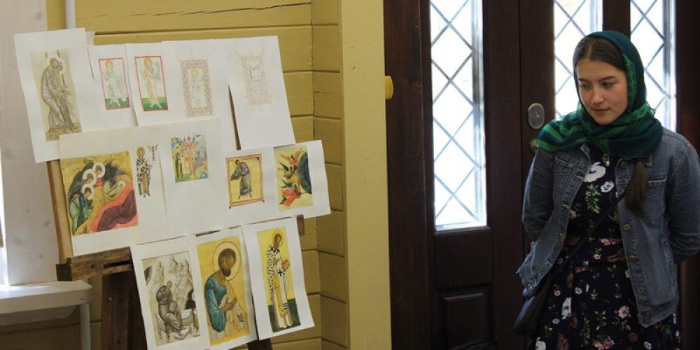 В иконописной школе при храме Успения Пресвятой Богородицы состоялся отбор работ выпускников для экзаменов в Лавру