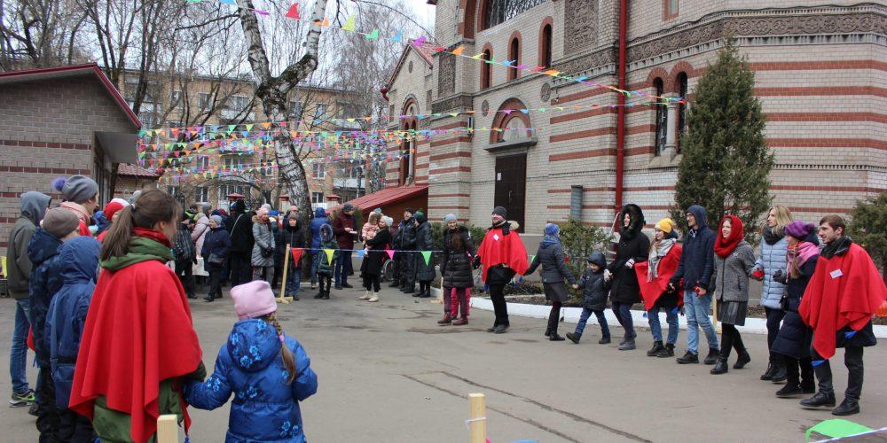 Масленичные гуляния прошли в храме Знамения в Кунцеве