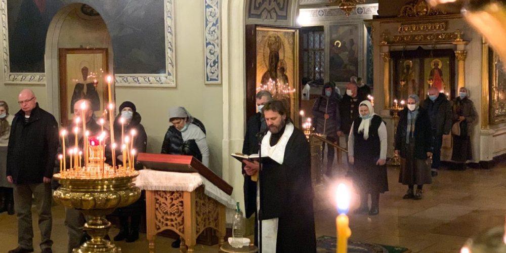 Епископ Павлово-Посадский Фома совершил Всенощное бдение в храме святителя Николая в Хамовниках