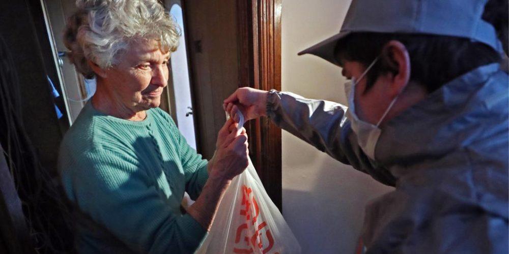 Итоги 2020 года. Волонтеры Западного викариатства во время самоизоляции помогли тысячам прихожан