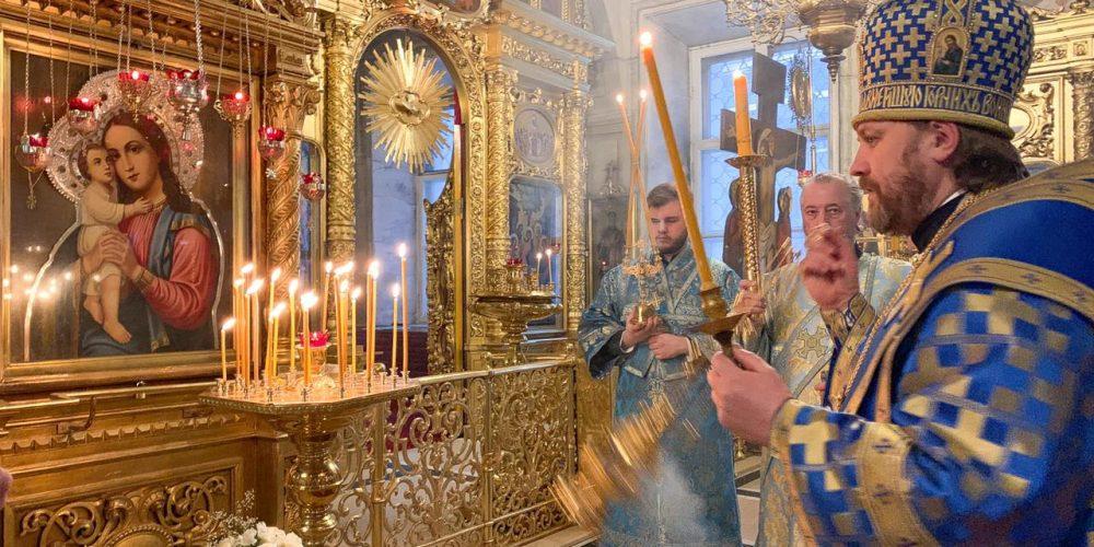 Епископ Павлово-Посадский Фома совершил вечернее богослужение с параклисисом