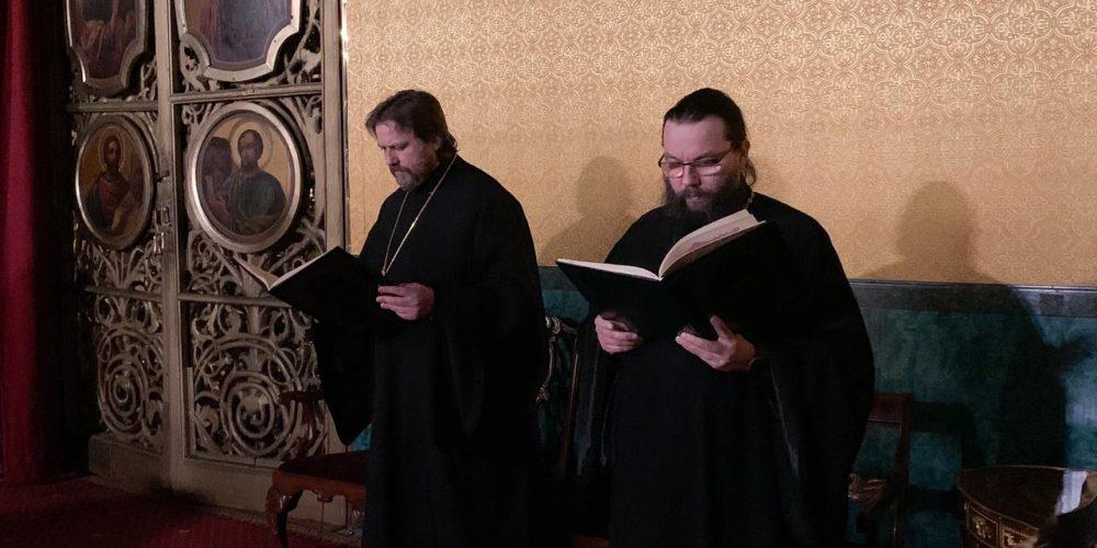 Всенощное бдение в Богоявленском соборе накануне памяти митр. Алексия совершил управляющий Западным викариатством епископ Фома