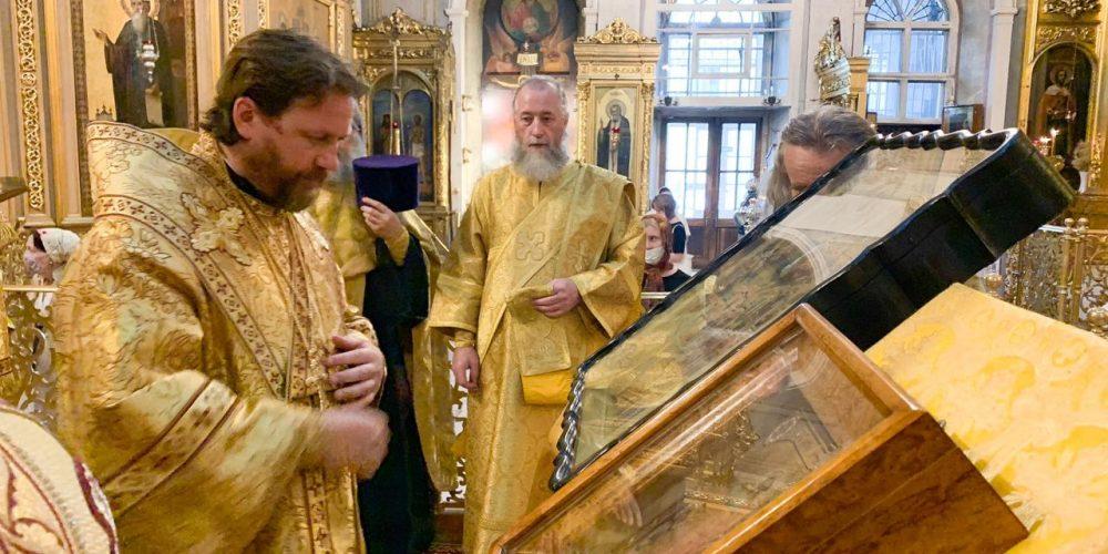 Накануне  дня Всех святых, в земле Русской просиявших епископ  Фома совершил всенощное бдение в Богоявленском соборе