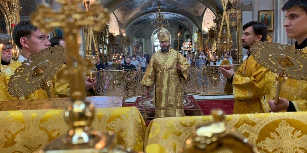 Всенощное бдение в Богоявленском соборе совершил епископ Фома