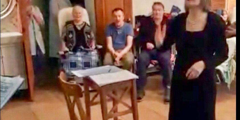 Хор «Родник» из Раменок привёз музыку в Свято-Спиридоньевскую богадельню
