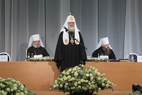 Патриарх Кирилл: православное просвещение защищает общество от социальных недугов