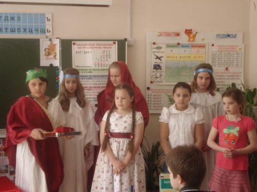 """Спектакль для школьников """"Предание о красном яичке"""""""