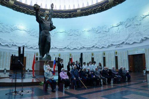 Награждение Героев Советского Союза в накануне празднования Дня Победы