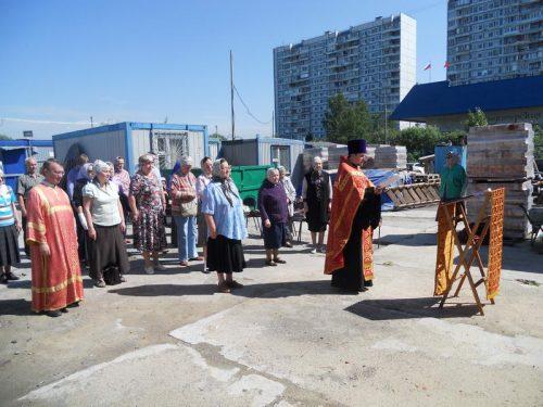 Был отслужен первый молебен перед храмом строящимся по улице Осенней д. 33