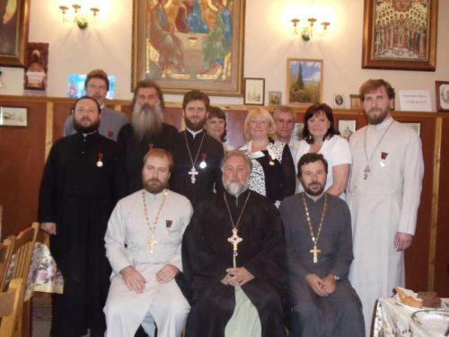 Протоиерей Георгий Студенов  вручил памятные медали в честь 200-летия Бородинского сражения всему духовенству и работникам храма