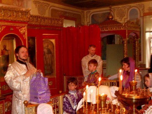 27 апреля в Лазареву субботу, в Крестильном храме Патриаршего подворья храма Архистратига Михаила в Тропареве прошла заключительная Литургия для детей