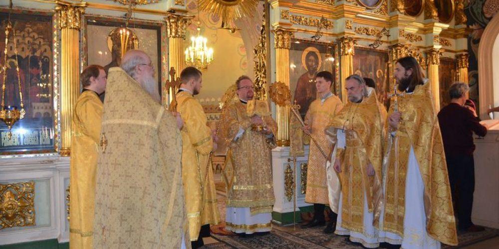 7 сентября в день празднования Собора Московских святых епископ Выборгский и Приозерский Игнатий совершил Божественную литургию в храме Рождества Иоанна Предтечи на Пресне.