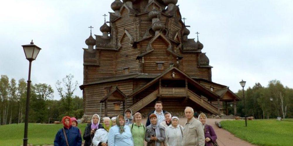 Паломничество прихожан храма прав. Иоанна Русского к святыням земли Петербургской