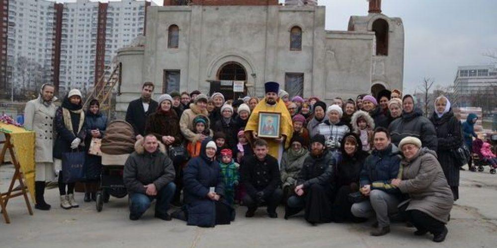 Престольный праздник в храме священномученика Ермогена в Крылатском
