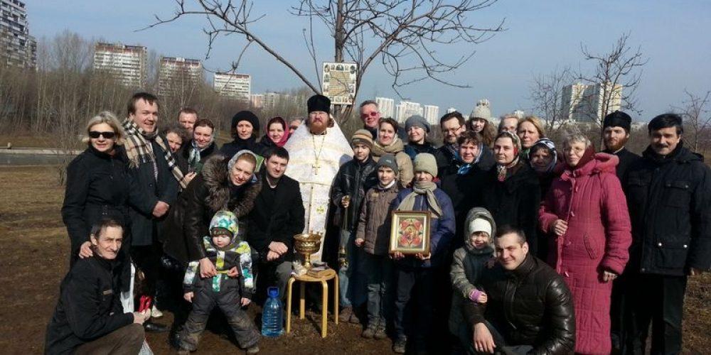 Первый молебен на берегу Большого Очаковского пруда