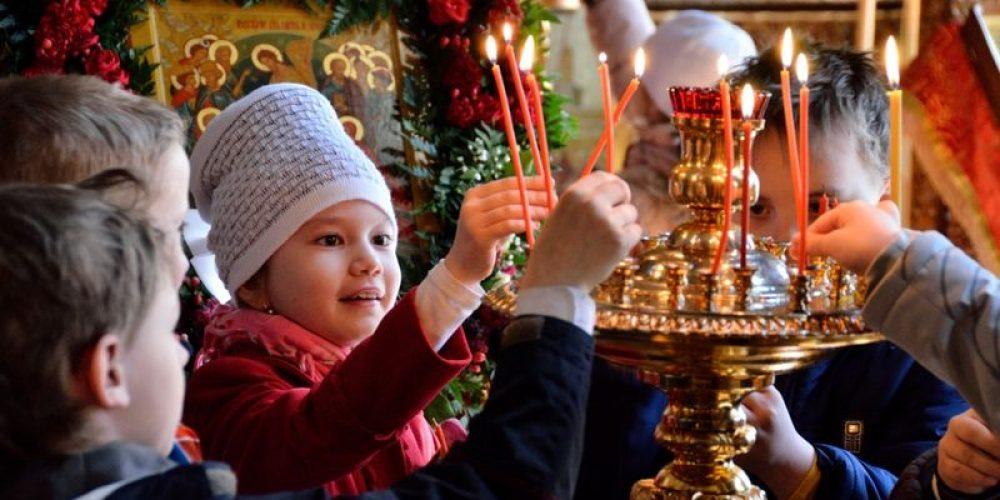 На Светлой Седмице учащиеся 1-х классов СОШ № 1438 посетили храм свт. Димитрия Ростовского в Очакове и позвонили в колокола