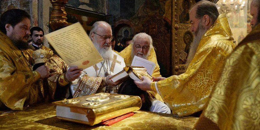 В праздник Собора Пресвятой Богородицы Предстоятель Русской Церкви совершил Литургию в Успенском соборе Московского Кремля