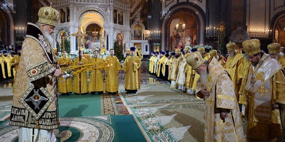 Вечером в праздник Рождества Христова Предстоятель Русской Церкви совершил великую вечерню в Храме Христа Спасителя в Москве