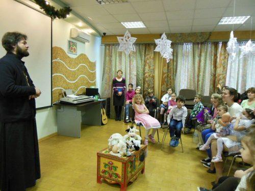 """Малышам и взрослым """"Кризисного центра"""" при Доме ребёнка №22, было рассказано о Рождестве Христовом"""