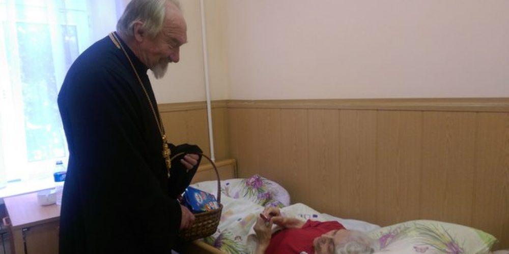 """""""Христос родился!"""" Протоиерей Николай поздравил сотрудников и пациентов психоневрологического интерната №4"""