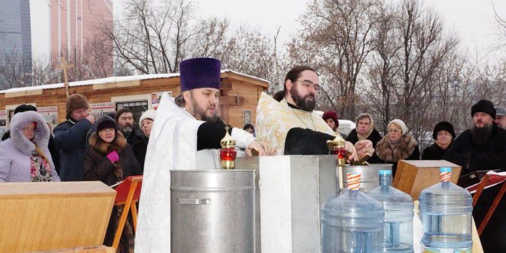 Чин великого освящения  воды в крещенский сочельник на месте будущего храма Богоявления Господня