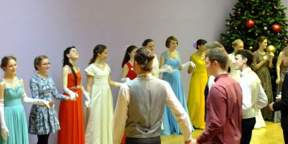 Первый молодежный бал Западного викариатства
