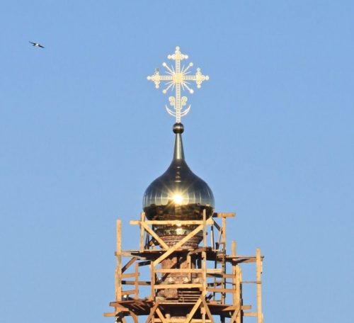 Установка креста и купола