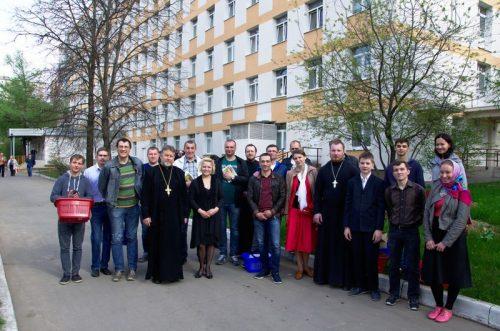 Прихожане храма прп. Серафима Саровского в Кунцеве посетили и поздравили с Пасхой пациентов 71 больницы