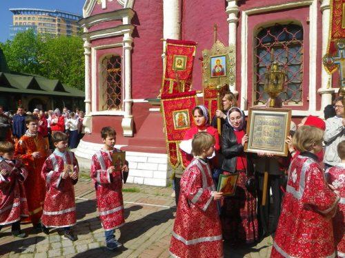 Литургия и детский Крестный ход на приходе Архистратига Михаила в Тропареве