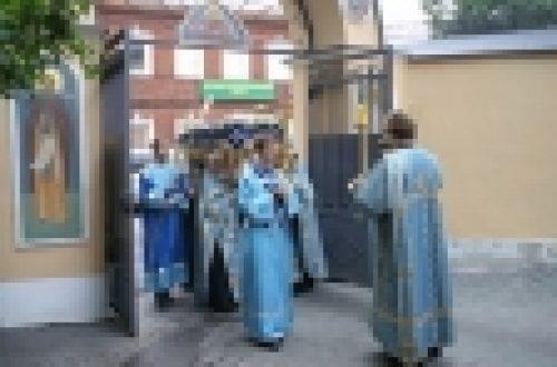 Епископ Бронницкий Игнатий совершил чин погребения Плащаницы Пресвятой Богородицы