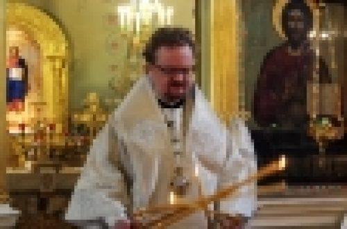 В Троицкую родительскую субботу епископ Бронницкий Игнатий совершил богослужения в храме Рождества Иоанна Предтечи на Пресне