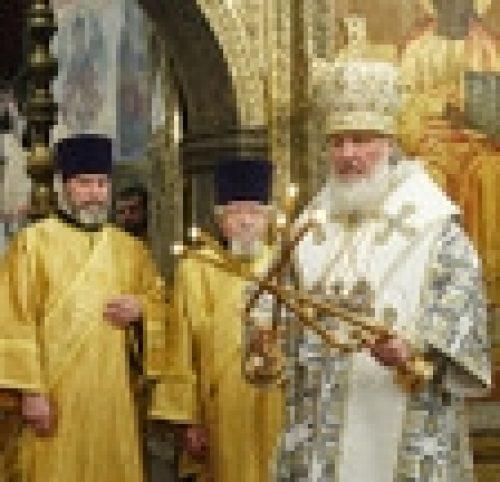Епископ Бронницкий Игнатий сослужил Святейшему Патриарху за божественной литургией Успенском соборном храме Кремля
