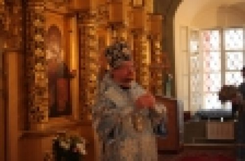 Епископ Бронницкий Игнатий возглавил Божественную Литургию в храме Богоявления Господня