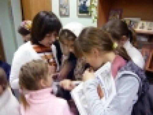 По благословению настоятеля храма Рождества Иоанна Предтечи на Пресне епископа Игнатия Бронницкого были вручены подарки детям СРЦ «Красносельский»
