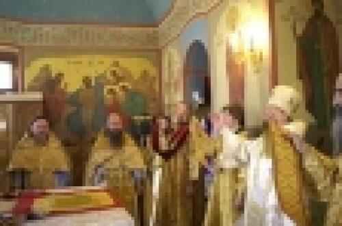 12 июля епископ Бронницкий Игнатий отслужил Божественную литургию на подворье Оптиной пустыни в Москве