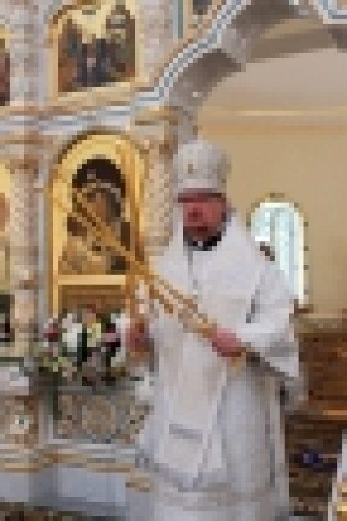 Епископ Бронницкий Игнатий совершил Божественную литургию в храме Спаса Преображения в Переделкино