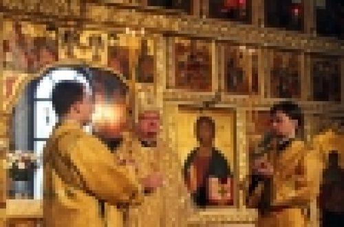 Епископ Бронницкий Игнатий совершил Божественную литургию в храме Воскресения Христова на Семеновской