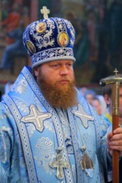 Наместник Новоспасского монастыря совершил Литургию в Спасо-Преображенском соборе обители, а затем напутствовал людей, отправляющихся сегодня на «Мологские стояния»