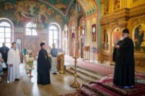 Архиепископ Истринский Арсений посетил храм святителя Николая в Покровском