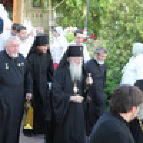 На Афонском подворье в Москве молитвенно почтили великомученика и целителя Пантелеимона