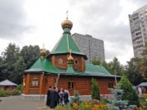 Архиепископ Истринский Арсений совершил Божественную литургию в храме Живоначальной Троицы в Чертаново