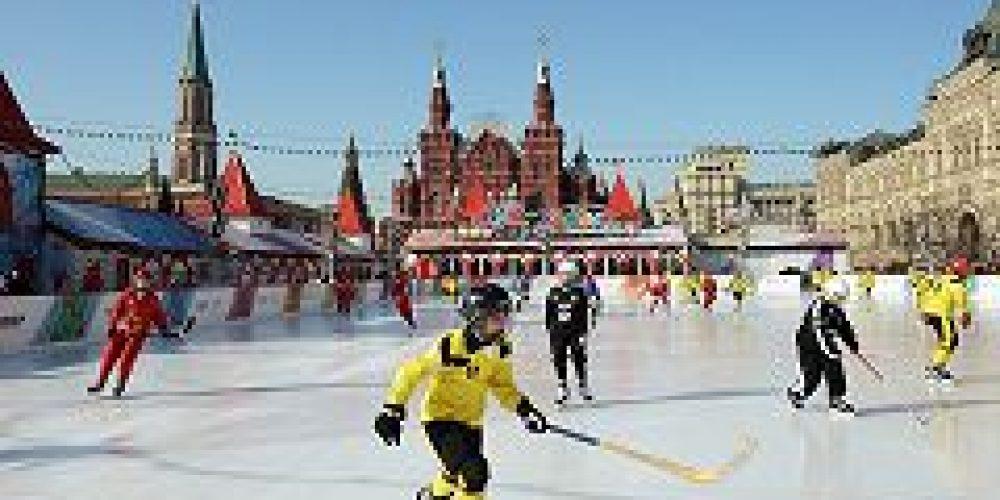 На Красной площади открылся четвертый детский турнир по русскому хоккею на Кубок Патриарха
