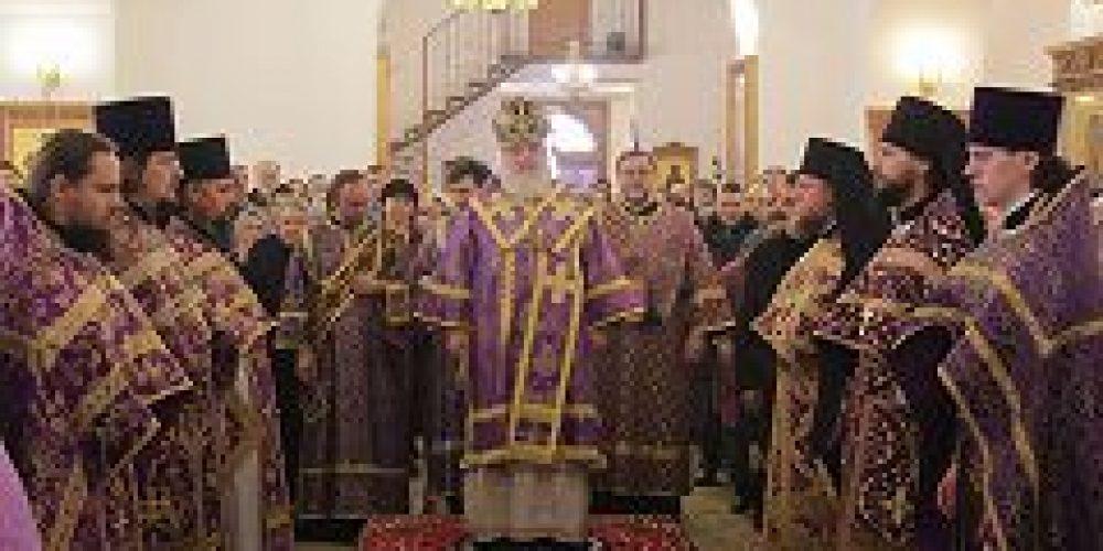 Митрополит Истринский Арсений совершил всенощное бдение и Божественную литургию в храме Сорока мчч. Севастийских в Спасской слободе