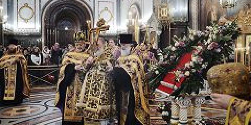 В канун Крестопоклонной недели Святейший Патриарх Кирилл совершил всенощное бдение в Храме Христа Спасителя