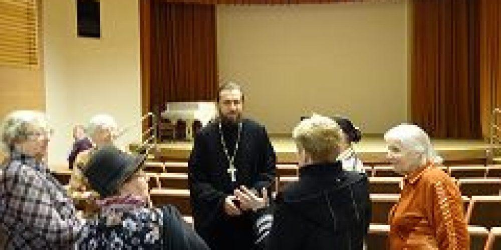 Клирик храма свт. Николая Мирликийского в Покровском посетил Территориальный центр социального обслуживания Мещанского района