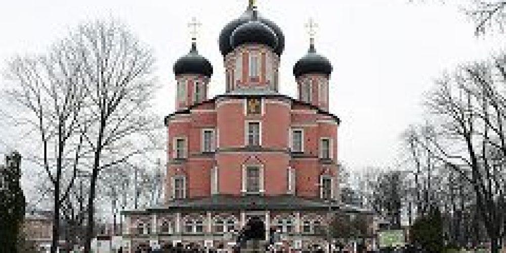 Предстоятель Русской Церкви совершил молебен у мощей святителя Тихона, Патриарха Всероссийского, в Донском монастыре