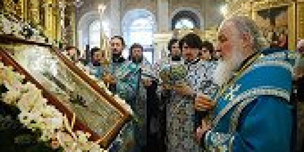 Святейший Патриарх Кирилл совершил утреню с чтением Акафиста Пресвятой Богородице в Богоявленском кафедральном соборе в Елохове
