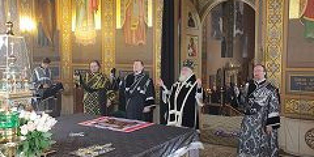 Первый викарий Святейшего Патриарха совершил Божественную литургию в храме прп. Сергия Радонежского в Рогожской слободе